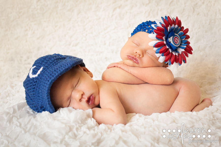 Newborn twins photography pose